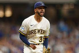 Brewers hit with devastating injury as reliever Devin Williams fractures pitchinghand